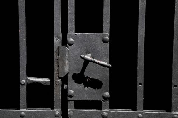 jail-gate