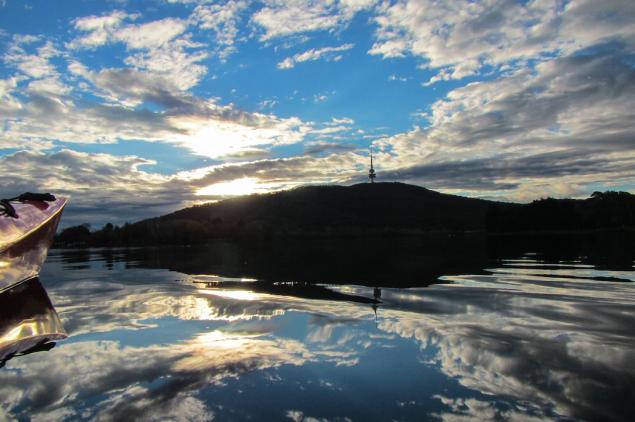 Blue sky lake burley griffin