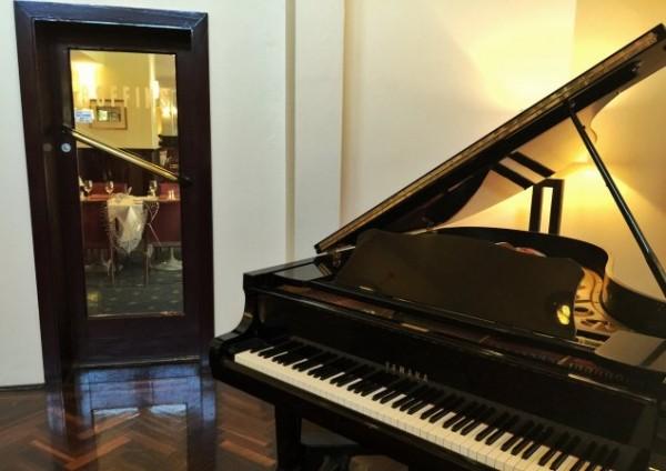 Boffins Restaurant: Piano
