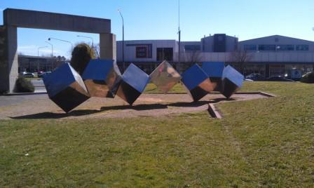 Bert Flugelman's Tumbling Cubes, Belconnen Town Centre