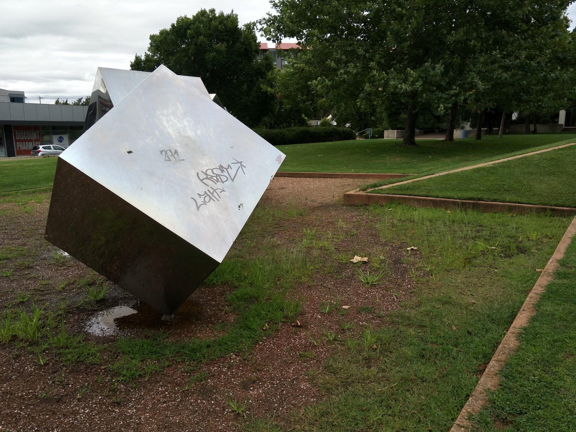 Tumbling Cubes Graffitti Cunding Futs