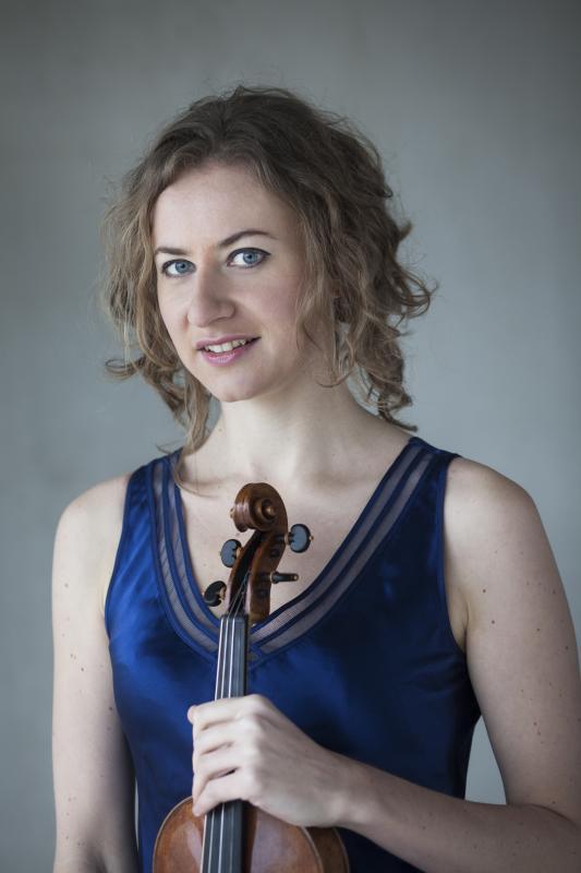 Photograph of violinist Cecilia Bernardini