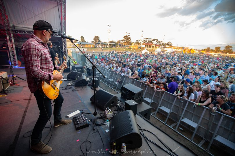 Around 2,500 attended, with some of the biggest names in Australian music pitching in at the Parkes Showground - Hoodoo Gurus, 1927, and Mark Seymour. Photo: Peter Whiter.