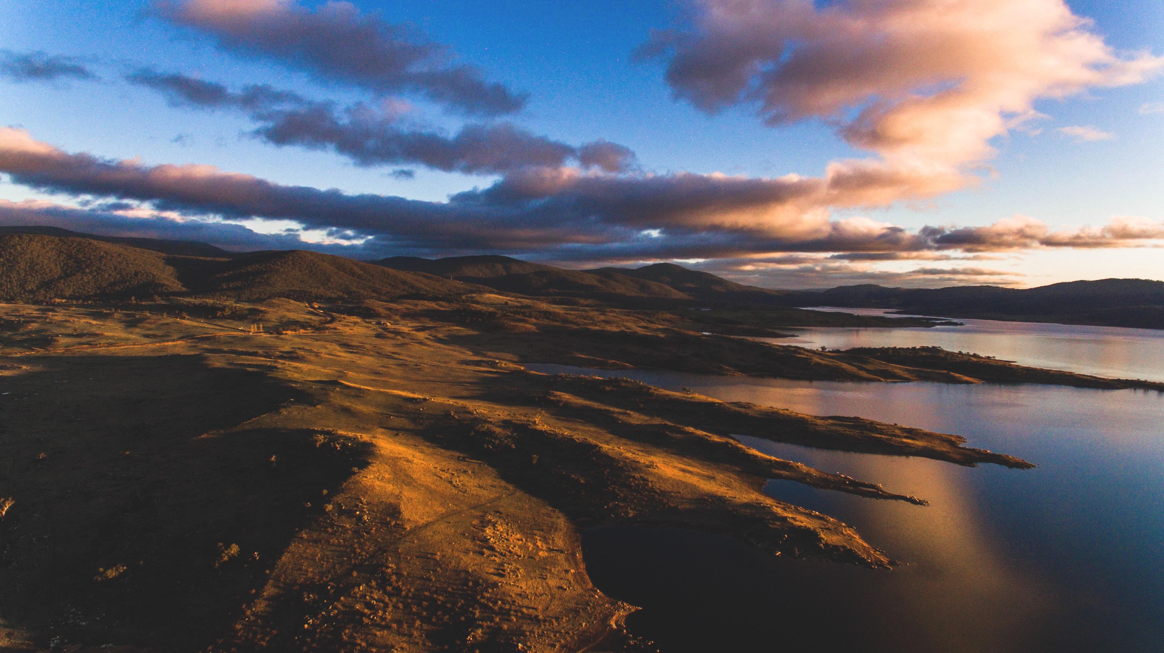 Lake Jindabyne. Photo by Fezbot2000 on Unsplash