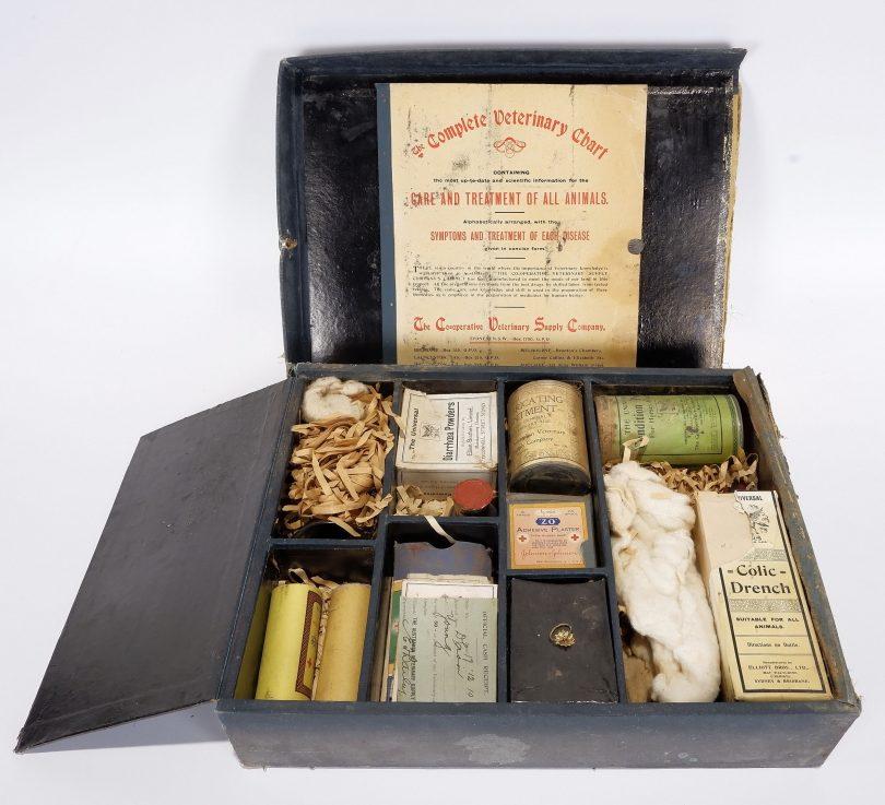 Veterinary kit from 1910