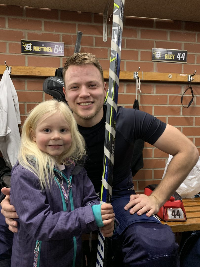 Kia Miettinen and a Brave fan