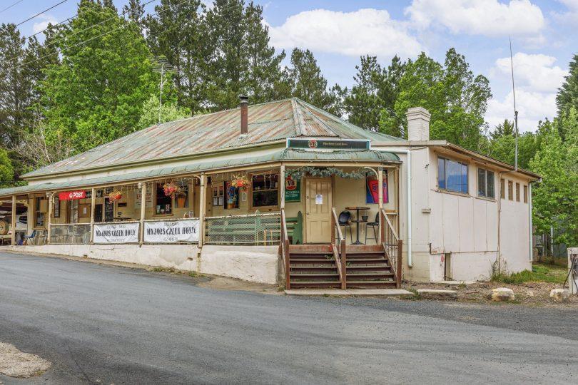 The Majors Creek pub
