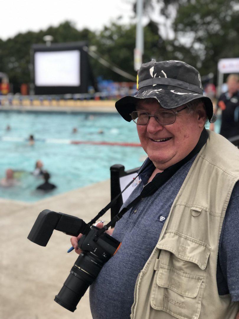 Former Goulburn Post photographer Darryl Fernance holding a camera.