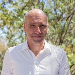 Dr Simon Niemeyer