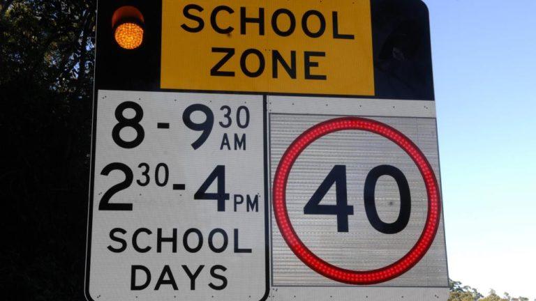 Flashing traffic sign