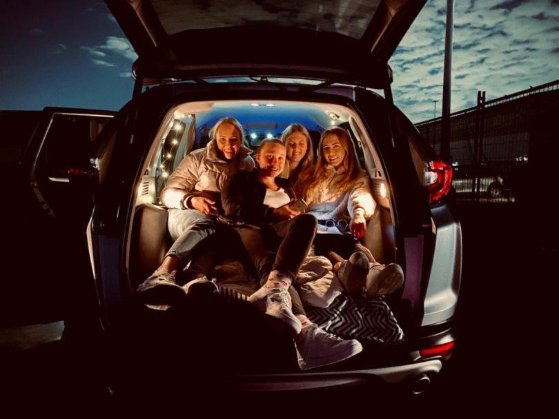 Mov'In Car Drive-in