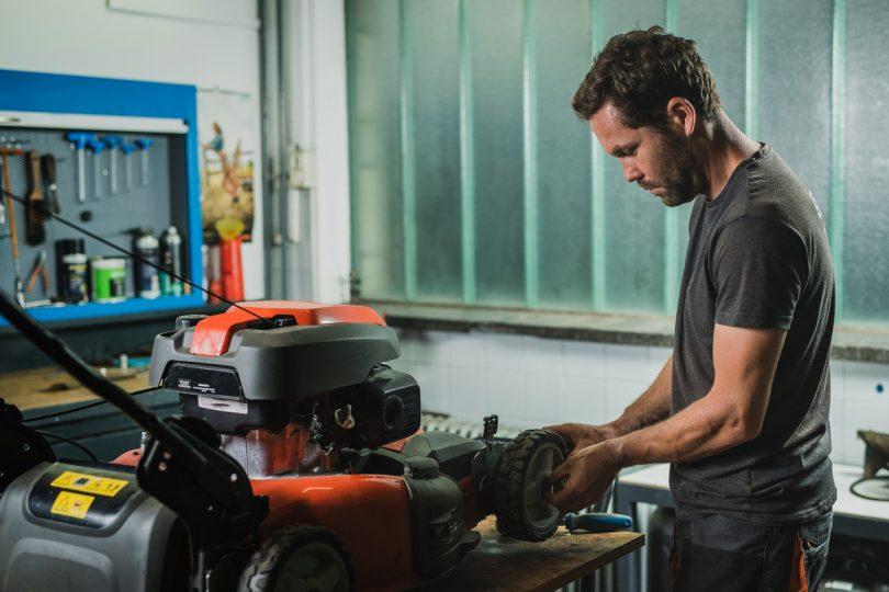 lawnmower mechanic