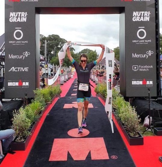 Monique de Abreu crossing the finish line