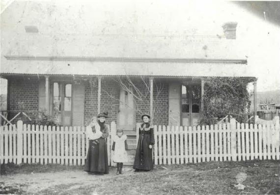 Former residents outside Barber's Cottage