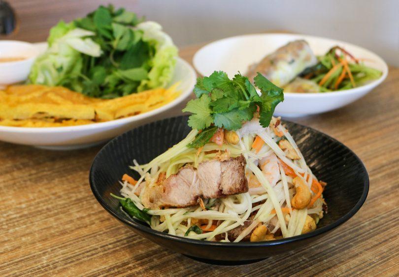 Pawpaw salad with pork and prawns