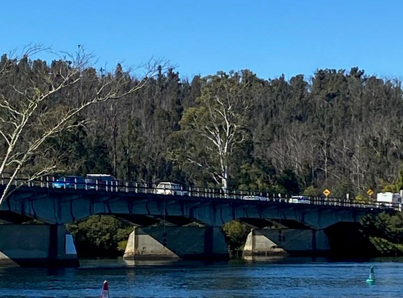 Coast traffic on Nelligan bridge