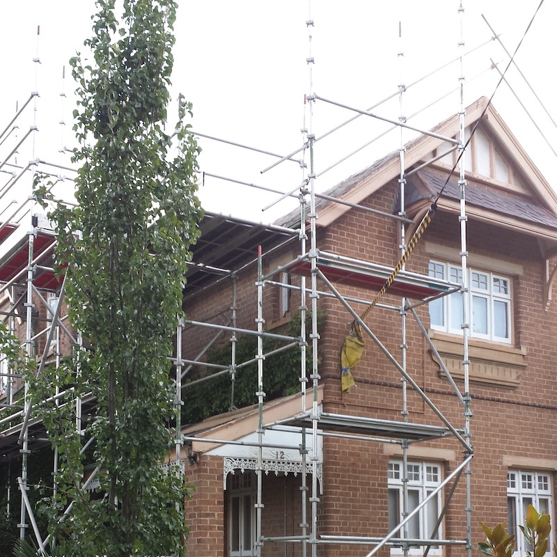 Scaffolding around house on Hurst Street in Goulburn