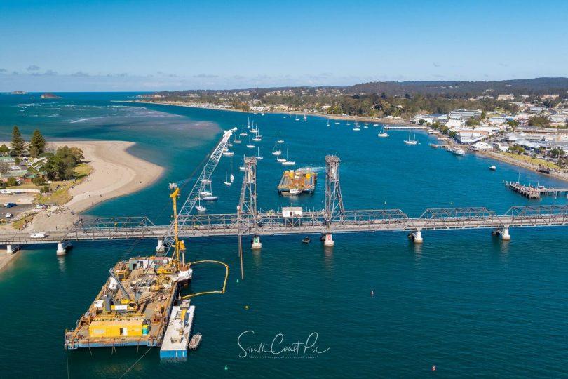 AMS1807, this 3,000 tonnes floating work platform. Photo: South Coast Pix.