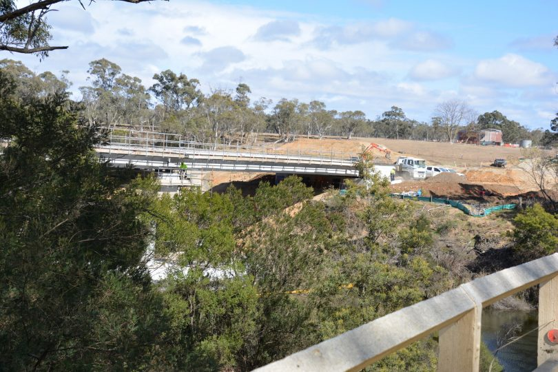 View from the old Charleyong Bridge to new Bridge