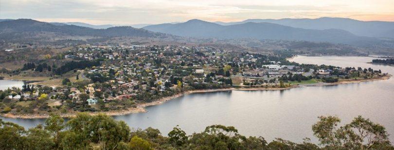 Aerial view of properties surrounding Lake Jindabyne.