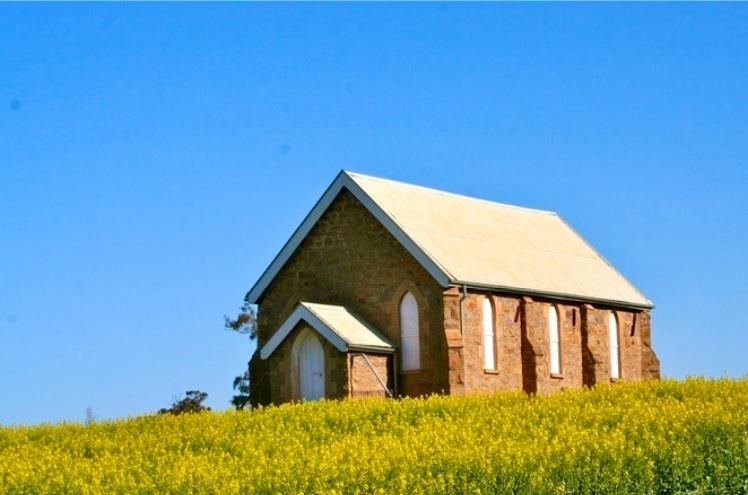 Exterior of Wallendbeen church.