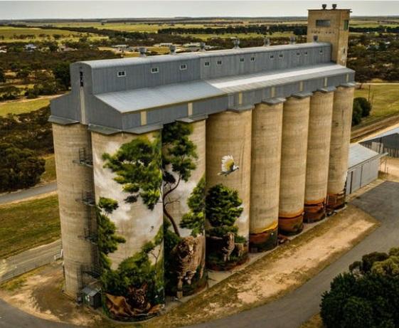 Artwork on Karoonda Viterra Silos in South Australia.