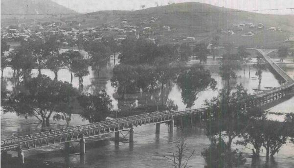 Prince Alfred Bridge viaduct over flooded Murrumbidgee River