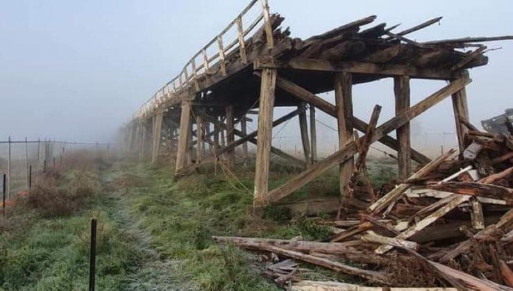 Partially demolished Prince Alfred Bridge in Gundagai